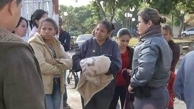 Polícia investiga morte de menino internado com marcas de agressão - A Polícia Civil investiga a morte de um menino de 4 anos na noite de quinta-feira (21), em Iacanga (SP). De acordo com informações da polícia, a criança foi levada a uma unidade de saúde em Reginópolis pelo pai. O menino tinha vários hematomas pelo corpo.