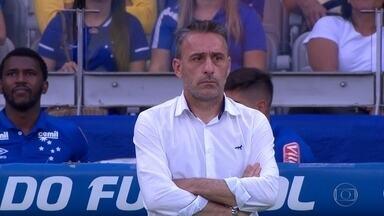 Cruzeiro demite Paulo Bento, e Mano Menezes deve ser o novo treinador - Com oito derrotas em 17 jogos, Paulo Bento não é mais o treinador do Cruzeiro