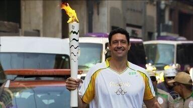 Tocha olímpica segue em São Paulo e vai passar o dia em Ilha Bela - Atletas e persnalidades conduziram a chama na capital paulista.