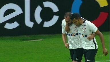 Corinthians empata com Figueirense e iguala série invicta na arena - Corinthians empata com Figueirense e iguala série invicta na arena