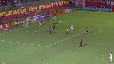 Santos vence Vitória fora de casa e segue entre os quatro melhores do Brasileirão - Santos venceu a partida por 3 a 2.