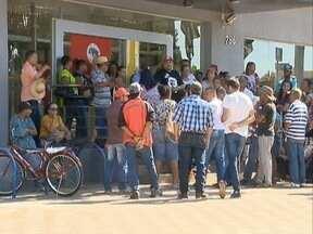 MST realiza protesto em Teodoro Sampaio - Integrantes fecharam uma agência bancária.