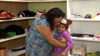 Artesã faz doação de gorros para crianças da Acacci em Vitória - Artesã de Linhares preparou 50 gorros para doar para as crianças.