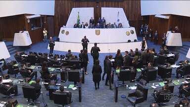 Estudantes participam de atividade na Assembleia Legislativa - Os deputados estão de folga durante a semana toda por causa da atividade.
