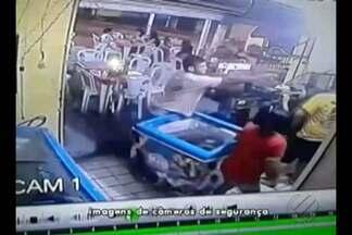 Polícia investiga morte de comerciante em Ananindeua - Glaydson Souza foi morto enquanto trabalhava, crime foi registrado pelas câmeras de segurança.