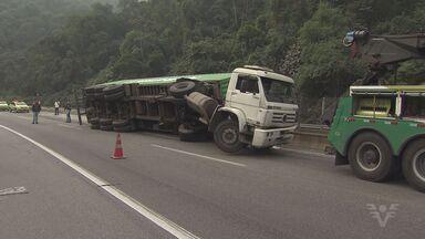 Acidente complica o trânsito na Rodovia Cônego Domenico Rangoni - Tráfego ficou lento nos dois sentidos da via.