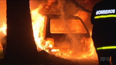 Carros do programa Saúde de Família são incendiados em Foz do Iguaçu - Os carros estavam no pátio de uma unidade de saúde da cidade.