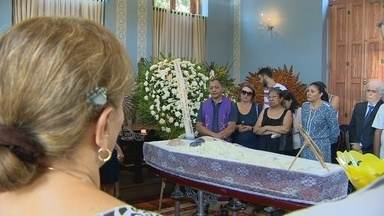 Corpo do artista plástico Moacir Andrade é velado em Manaus - Andrade morreu nesta quarta-feira (27) em hospital da capital.