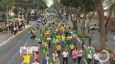 Manifestantes protestam contra Dilma Rousseff em São José e Taubaté - De acordo com a organização, as duas cidades reuniram cerca de 850.