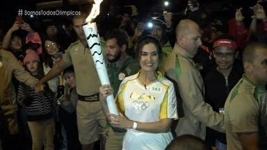 Fátima Bernardes participou do revezamento da tocha Olímpica em Petrópolis - Apresentadora acendeu a pira olímpica na cidade da região serrana do Rio de Janeiro
