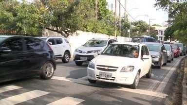 Trânsito complicado na volta às aulas no Recife - Expectativa é que 250 mil veículos a mais transitem nas horas de pico das escolas