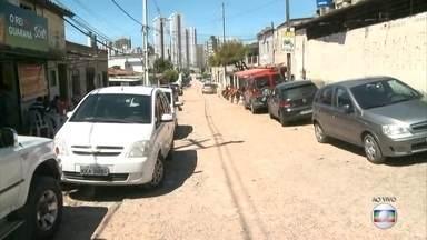 Tentativa de assalto termina com um morto e um ferido na Imbiribeira - Dupla tentava assaltar loja quando foi surpreendida por policial, que trocou tiros com os dois