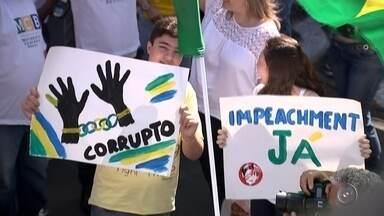 Manifestantes fazem protesto contra a corrupção em Rio Preto e Fernandópolis - Em Rio Preto (SP) e Fernandópolis (SP) manifestantes fizeram protesto neste domingo (31) a favor do impeachment da presidente Dilma Rousseff e contra a corrupção.