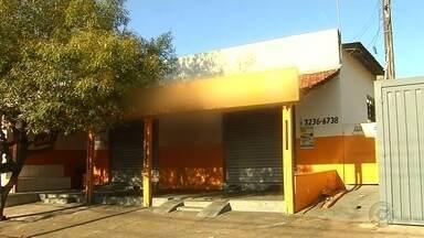 Lavrador é agredido após confusão em bar e atira em pedreiro - Um homem levou um tiro e o suspeito que atirou nele foi linchado por quem viu o crime, na noite deste domingo (31), na região norte de São José do Rio Preto (SP). A confusão começou em um bar, no bairro Eldorado.