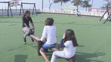 Crianças aproveitam o último dia de férias em Santos - O tempo bom ajudou a garotada que se divertiu no último domingo de férias.