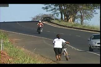 Após acidente, moradores cobram melhorias em trecho da BR-262 - Três pessoas de uma mesma família morreram atropeladas no sábado (30).Triunfo Concebra, Dnit e Prefeitura de Uberaba se posicionaram.