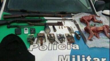 Caçadores são presos pela Polícia Ambiental em Sooretama, Norte do ES - Com eles foram encontrados dois macacos abatidos.