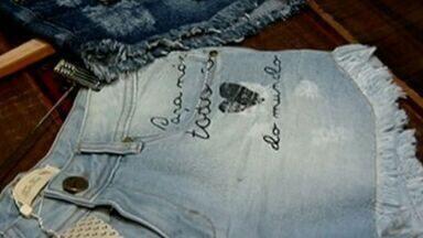 Consumidore e comerciantes conferem tendências da moda para o verão 2017 em Colatina, ES - Nos próximos meses, pecas das coleções de primavera verão começam a compor as vitrines da cidade.