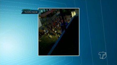 Vídeo mostra banda marcial tocando em horário não permitido - Registro foi feito no Colégio Rodrigues dos Santos por um telespectador. De acordo com ele, a situação foi filmada às 20h30.