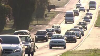Motoristas desligados: 11 mil multas já foram aplicadas por falta de farol aceso - Dados são da Polícia Rodoviária Federal, e mostram que quase 20% destas multas foram aplicadas nas rodovias da região de Londrina.
