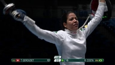 Brasileira Rayssa Costa vence a suíça Tiffany Geroudet na esgrima de 15 a 13 - Brasileira inicia o duelo perdendo mas consegue a virada e leva o público ao delírio