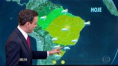 Confira como fica o tempo nesta segunda-feira (8) em todo o país - Chance de chuva forte em todo o Paraná e no sul de Mato Grosso do Sul. Dia deve ser um pouco mais nublado, até com garoa na faixa leste de São Paulo, incluindo a capital.