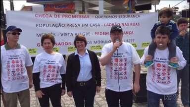 Moradores de Curitiba fazem protesto para pedir mais policiamento - Os moradores dos bairros Mercês e Vista Alegre protestaram contra a violência na região.