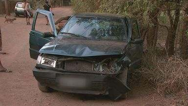Colisão entre carros deixa três feridos na zona leste de Ribeirão Preto, SP - Família deixava chácara quando bateu de frente com veículo na contramão.