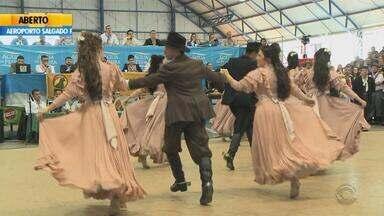São anunciados os vencedores do JuvEnart em Santa Maria, RS - É o maior concurso de dança tradicionalista juvenil do estado.