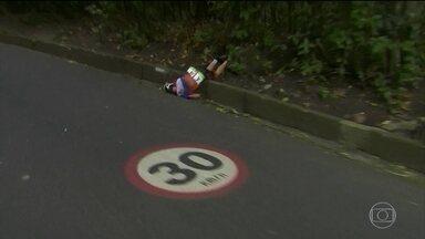 Acidente grave com atleta holandesa marca prova de ciclismo de estrada - A Federação Internacional de Ciclismo afirmou que seria um percurso dramático. Um dos acidentes mudou o rumo da disputa por medalhas.