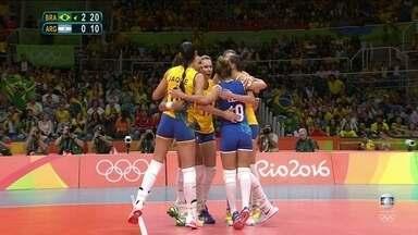 3º set: Sheilla faz um ace para o Brasil. 21/10 - 3º set: Sheilla faz um ace para o Brasil. 21/10