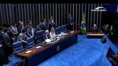 Senadores aprovam parecer e Dilma será julgada pelo plenário - Por 59 votos a 21, foi aprovado o relatório da comissão do impeachment.