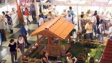 Feira de agricultura familiar é realizada na Serraria Souza Pinto, em BH - São produtos como artesanato, doces, biscoitos que aumentam a renda da família do campo.