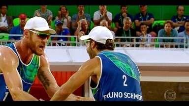 Brasil briga pela medalha de ouro no vôlei de praia; veja clipe - A dupla brasileira de vôlei de praia masculino disputa o ouro em Copacabana.