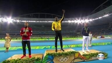 Usain Bolt recebe oitava medalha olímpica - Usain Bolt é ovacionado ao receber a oitava medalha olímpica da carreira.