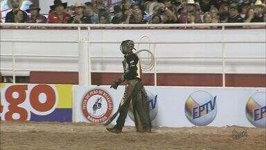 38 peões enfrentam touros pela Liga Profissional do Rodeio de Barretos - A melhor nota da noite foi do Edmilson Gonçalves, de São José do Rio Preto.