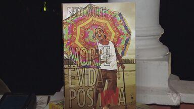 Beto Volpe lança livro sobre sua experiência como portador do vírus do HIV - Ele passou por 23 cirurgias e teve dois cânceres.