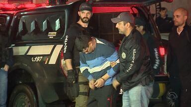 Suspeito de liderar facção preso no Paraguai chega a Porto Alegre - José Dalvani Nunes Rodrigues estava foragido em Cuidad del Este.