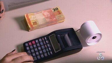 Economista AM dá orientações para reduzir dívidas - Uma das dicas é evitar empréstimos