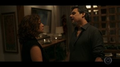 Elisa termina namoro com Heitor e revela plano de vingança - A professora avisa que vai matar o assassino de sua filha Isabela