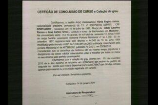 Promotor explica como desvendou o caso da falsa médica - A falsária que atuava em Novo Machado, RS, falsificou documentos para atender no posto de saúde.