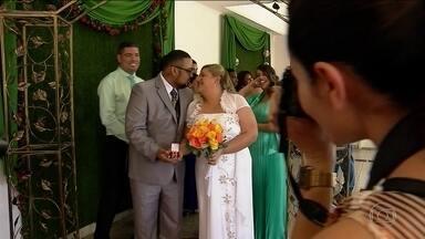 Cartório Jardim São Luiz realiza 50 casamentos neste sábado (27) - Cinquenta casais escolheram este sábado (27) para dizer o sim. O que atrai os noivos é a beleza do prédio do cartório.