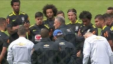 Seleção faz primeiro treino no Equador no comando de Tite - A Seleção Brasileira chegou em Quito, no Equador, onde tenta acabar com um jejum de vitórias contra a seleção da casa
