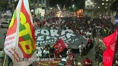 Protestos contra o impeachment foram registrados em várias regiões do país - Em Brasília, São Paulo, Rio de Janeiro e Recife, população saiu às ruas para se manifestar em defesa da presidente afastada Dilma Rousseff.