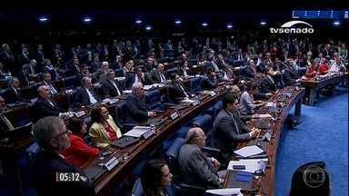 Dilma Rousseff responde às perguntas de 48 senadores após discurso - A sessão se estendeu pelo dia todo.