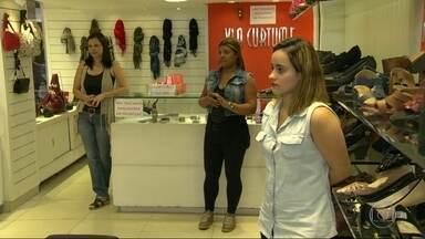 Comerciantes estão preocupados com queda de movimento no Centro do Rio - A Olimpíada fez muita gente redescobrir o Centro da cidade. Os comerciantes da região estavam contando com o aumento no movimento, mas as vendas não melhoraram.