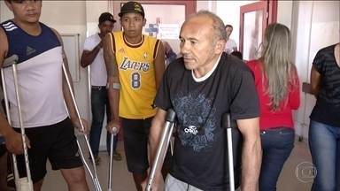 Cirurgias atrasadas viram caso de polícia em hospital no Tocantins - Na delegacia, pacientes e acompanhantes denunciaram a situação dentro do hospital. Internados, alguns pacientes estão há mais de dois meses aguardando cirurgia.