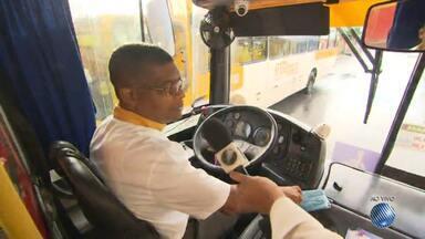 'Minha Vida no Buzu': reportagem mostra a rotina nos ônibus da capital baiana - Nesta terça (30) veja como os motoristas de ônibus lidam com os ciclistas.