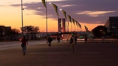 Bloqueios na Esplanada dos Ministérios permanecem nesta quarta (31) - Nesta quarta-feira (31), continua a reta final do julgamento do impeachment de Dilma Rousseff no Senado.