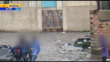 Oito pessoas são flagradas vendendo drogas na Zona Leste de Porto Alegre - Os vídeos foram gravados por agentes do Departamento Estadual de Investigação do Narcotráfico.